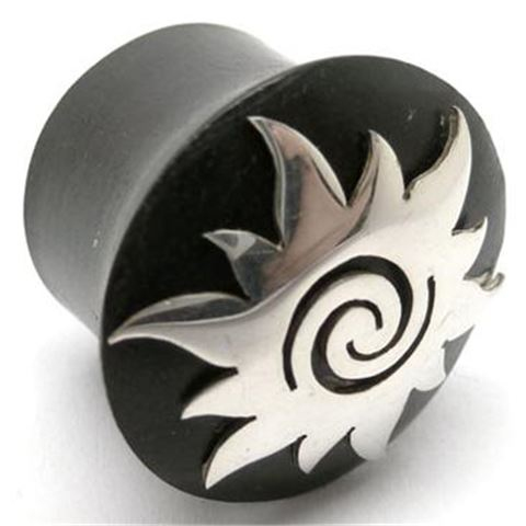 Horn Flesh Plug with silver Borneo-Sun figure
